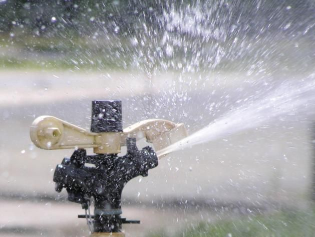 Sistemas de riego para jardines mantemiento jardin riego for Sistema de riego por aspersion para jardin