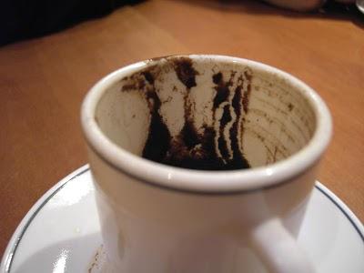Fertilizantes Caseros para las Plantas II: Poso de Café, Malas Hierbas y Clavos Antiguos