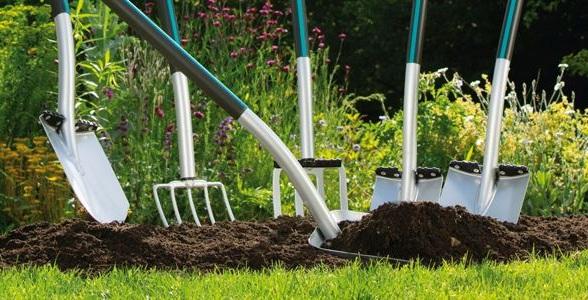 Cuáles son las herramientas más comunes para el cuidado de un jardín: Guantes y Palas