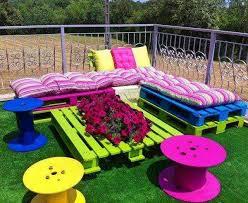 cmo decorar el jardn con muebles de reciclaje - Decorar Un Jardin